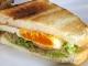 ベーコンエッグのサンドイッチ