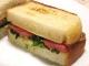 菜の花とトマトのサンドイッチ